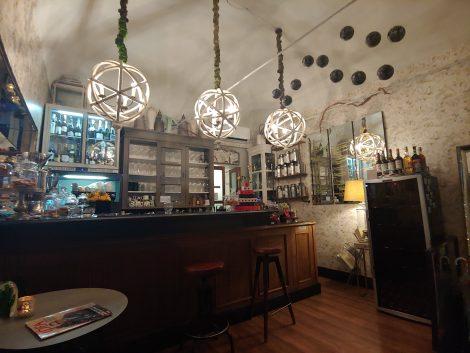 внутри бара T Ristoro в Альба-Пьемонт