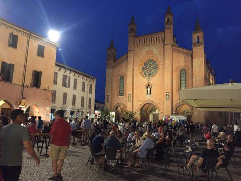 Пьяцца Дуомо в Альба Италия